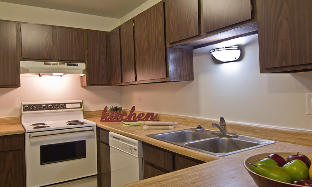 Beautiful and modern kitchen at apartments in Richton Park, Illinois