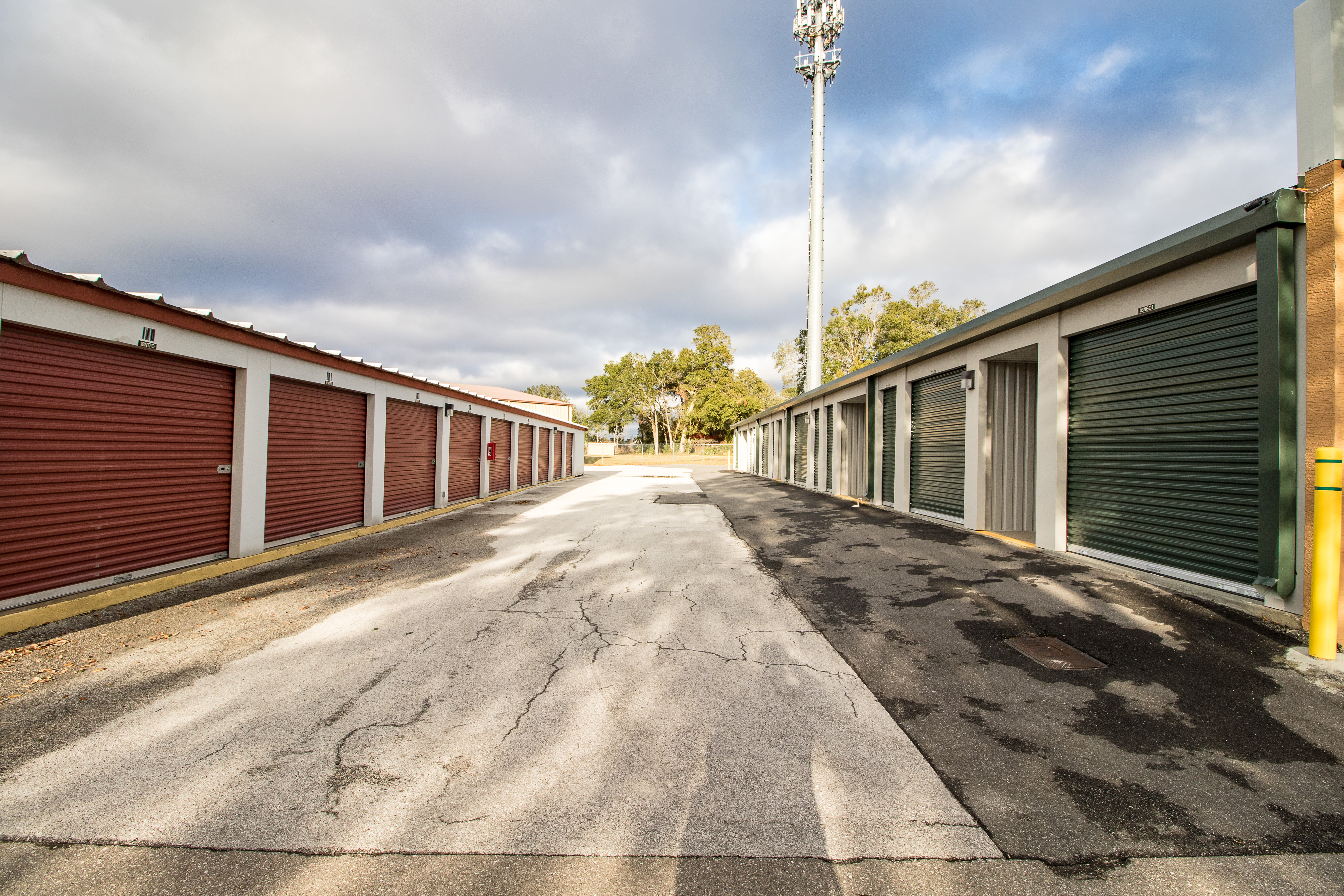 Neighborhood Storage features exterior storage units in Ocala, Florida