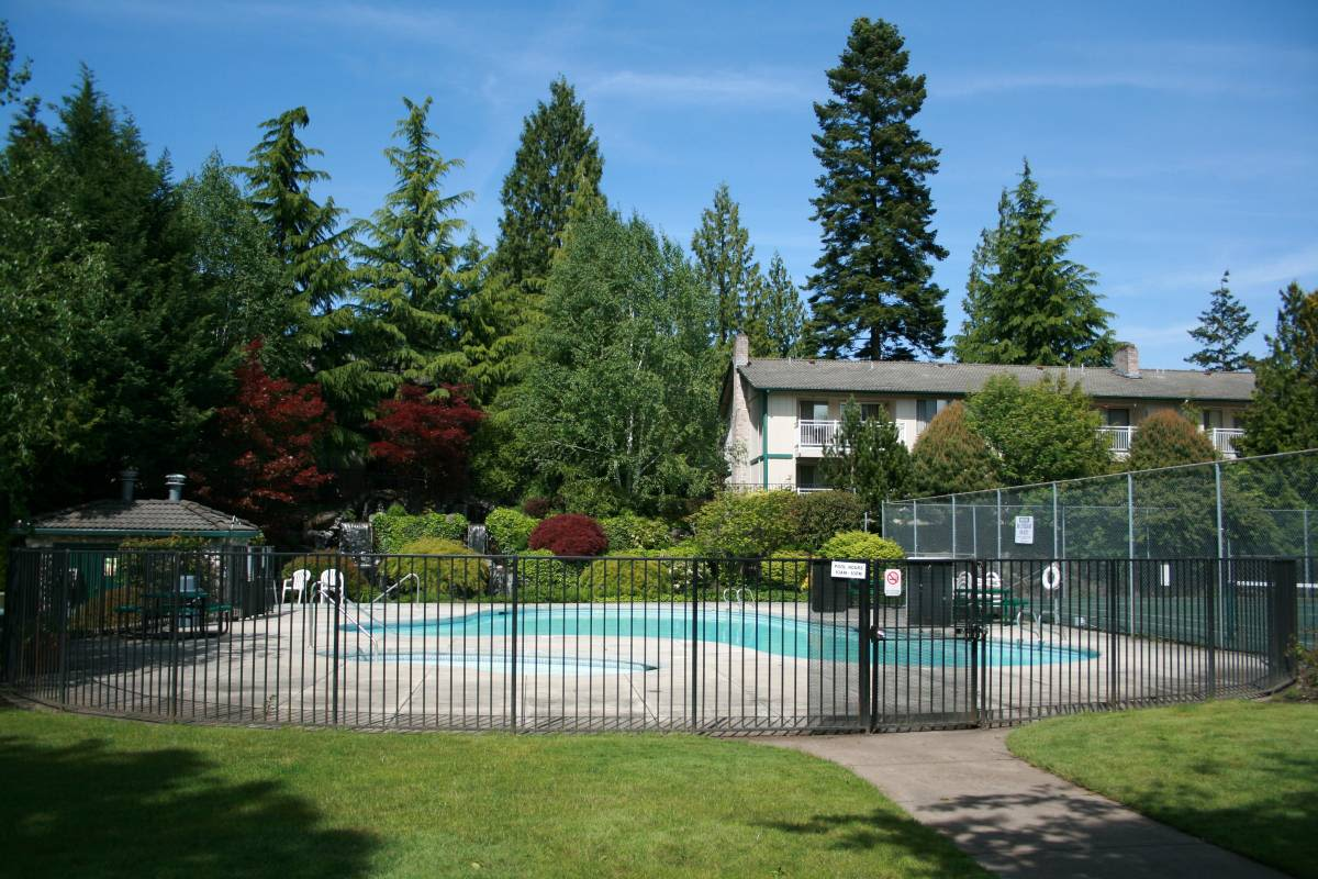 Enjoy apartments with a swimming pool at Cascade Park
