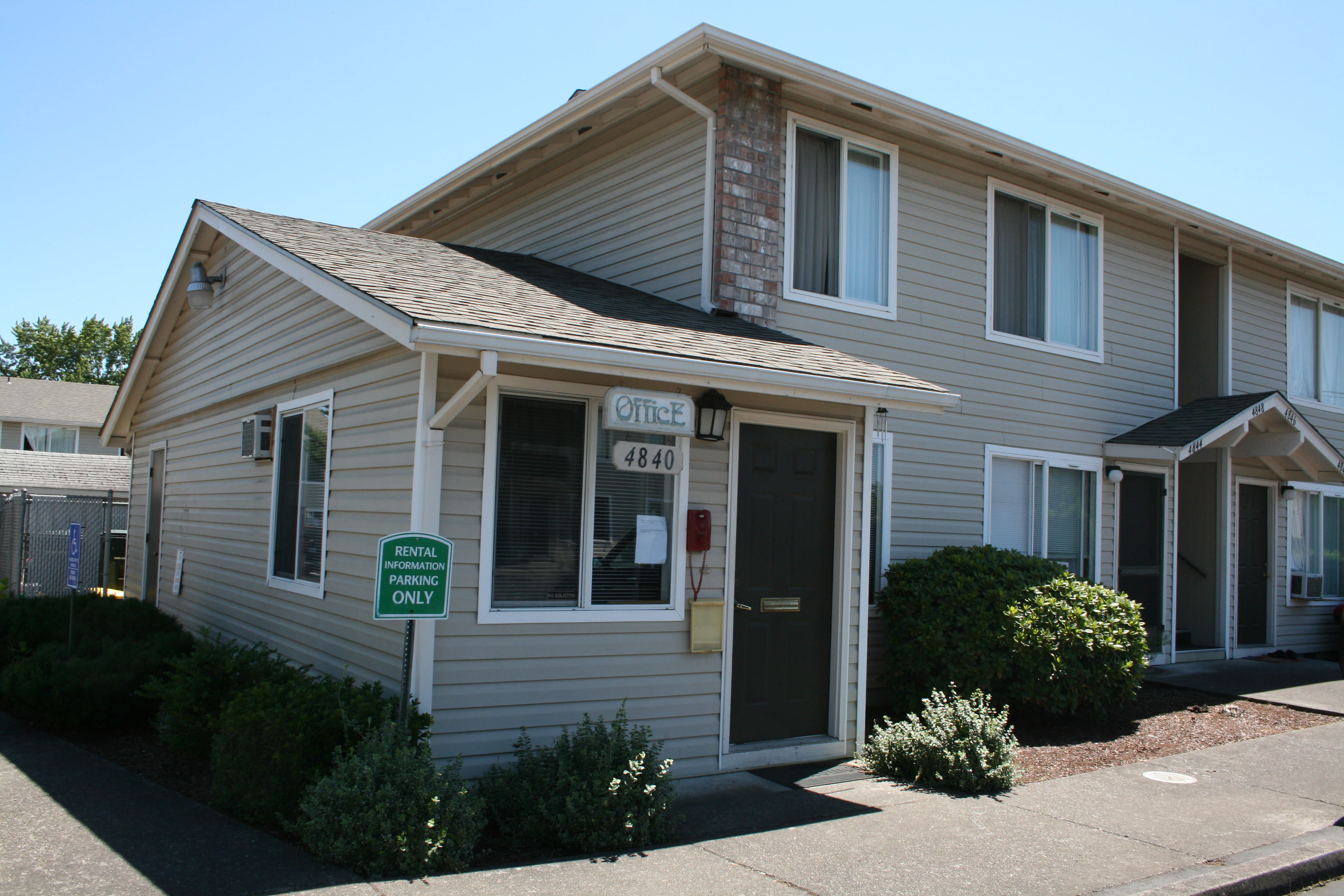 Front view of apartments at Cheryl Lynn in Salem, Oregon