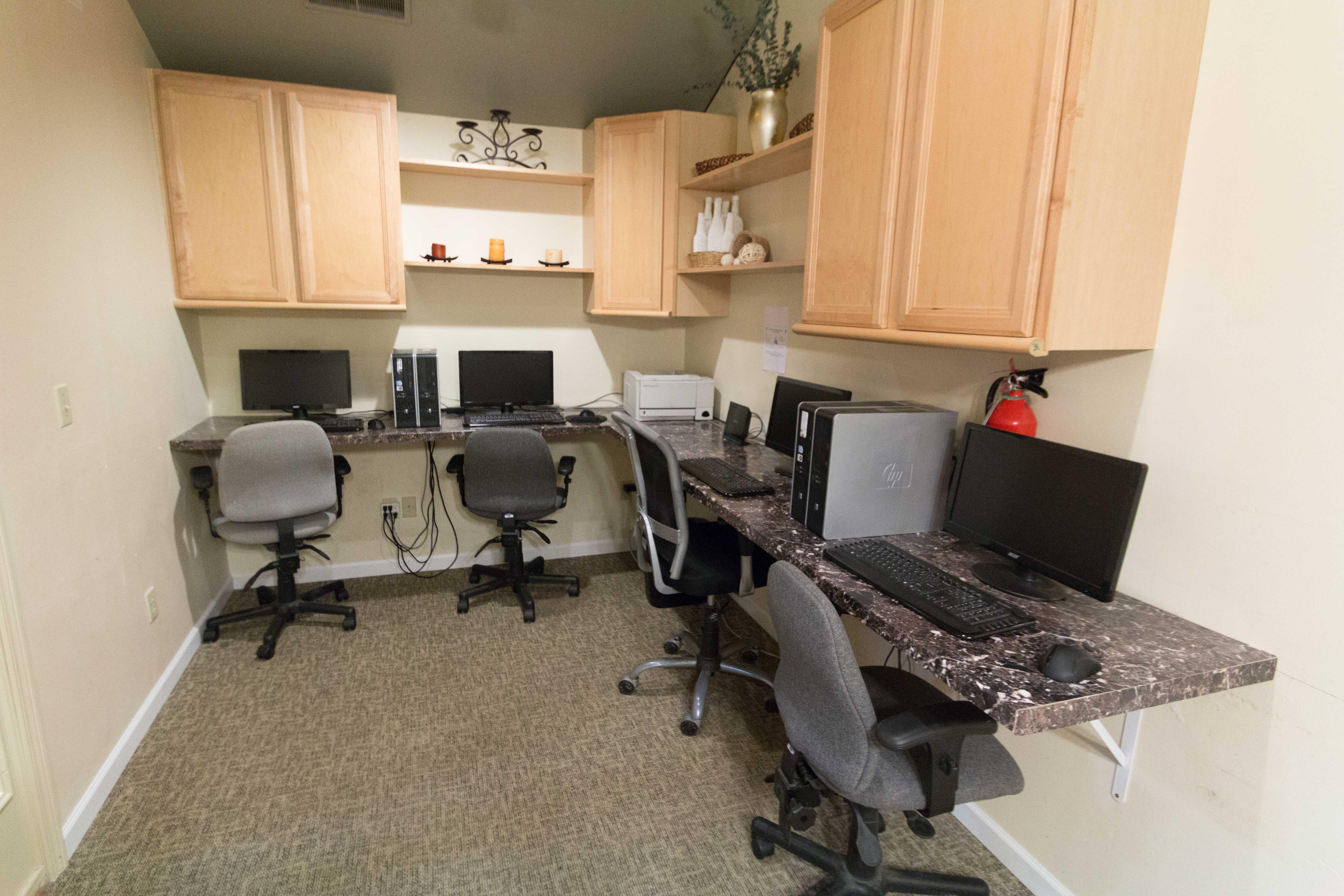 Computer Lab at Oakbrook Apartments in Vancouver, Washington