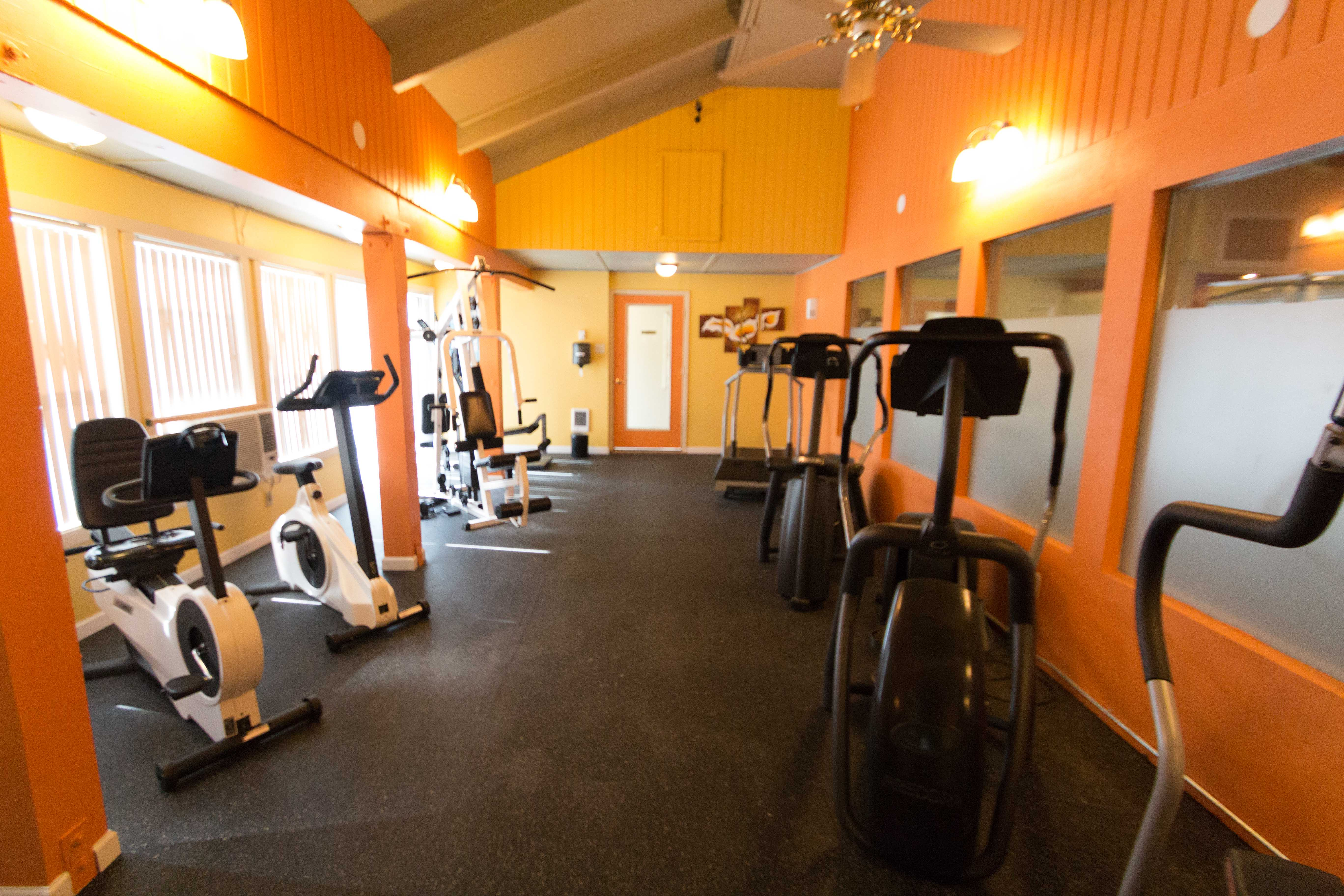 Fitness center at Oakbrook Apartments in Vancouver, Washington