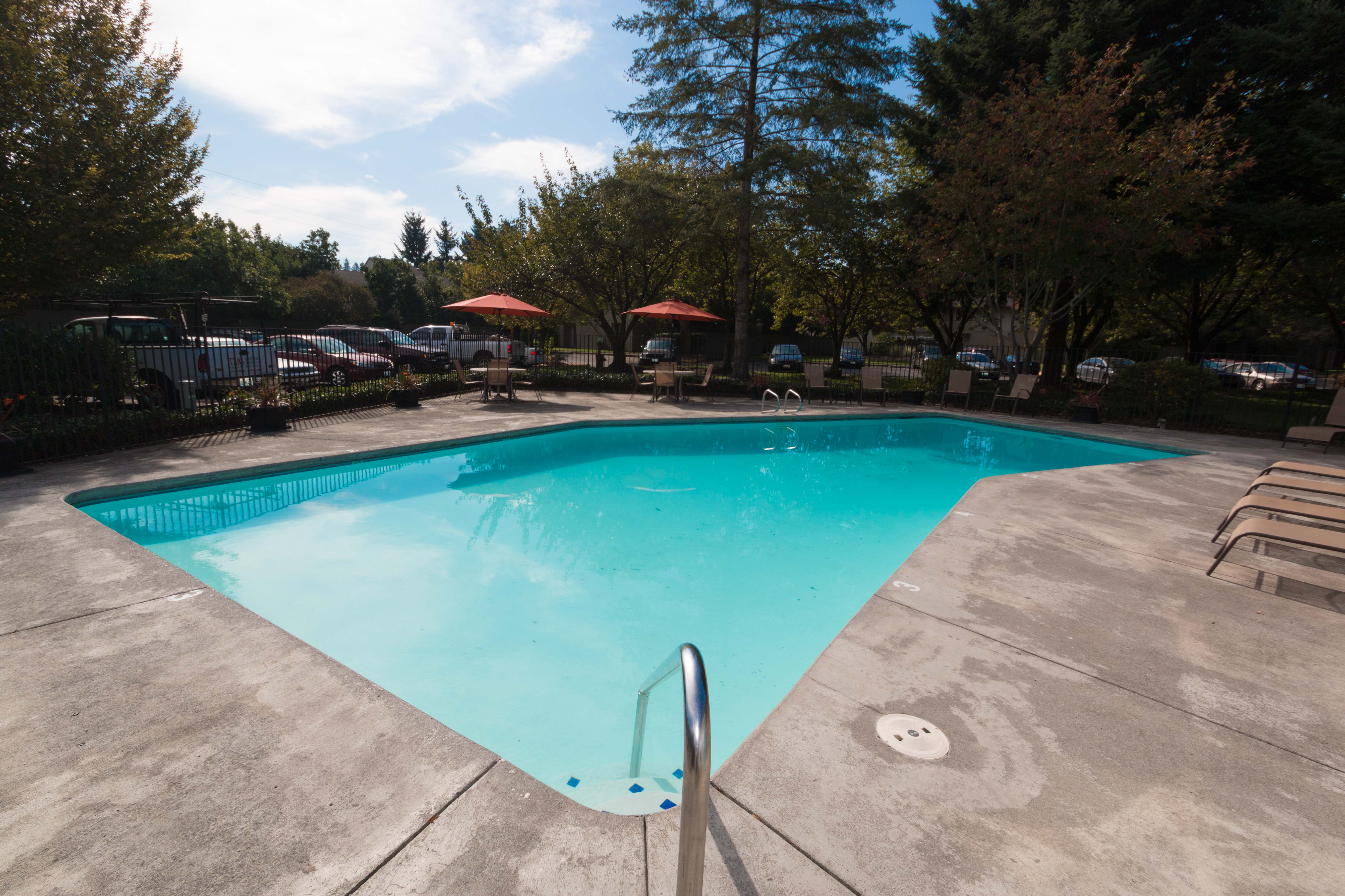 Oakbrook Apartments offers swimming pool in Vancouver, WA