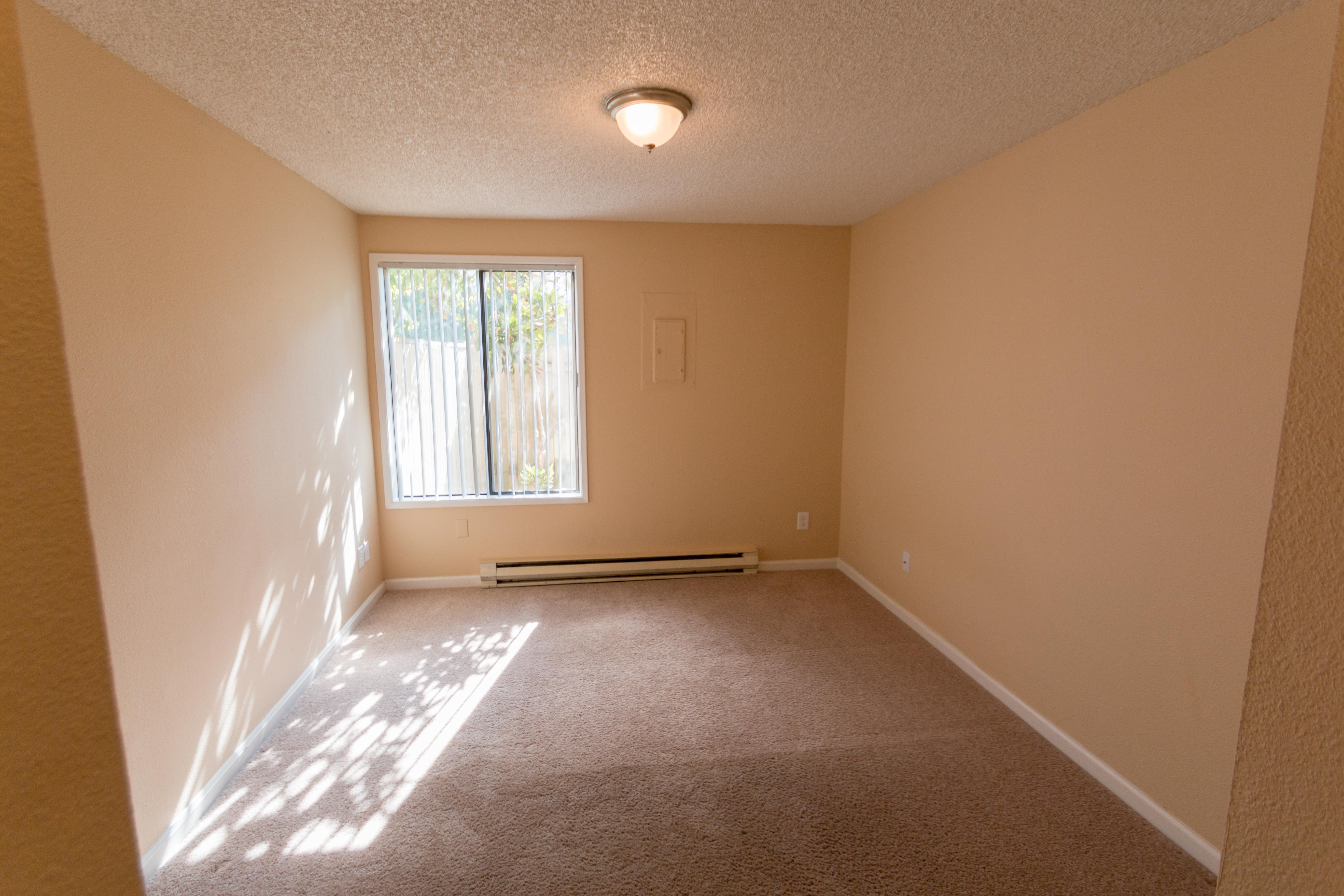 Oakbrook Apartments offers a spacious bedroom in Vancouver, Washington
