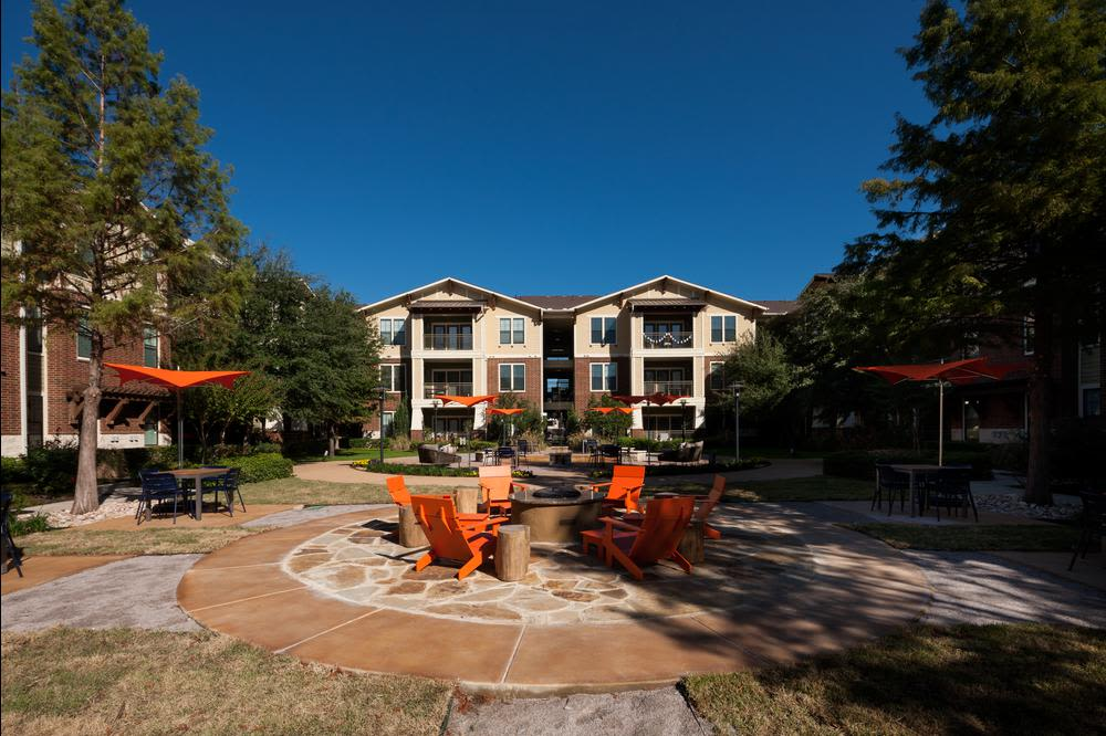 Front view at apartments in Grapevine, Texas