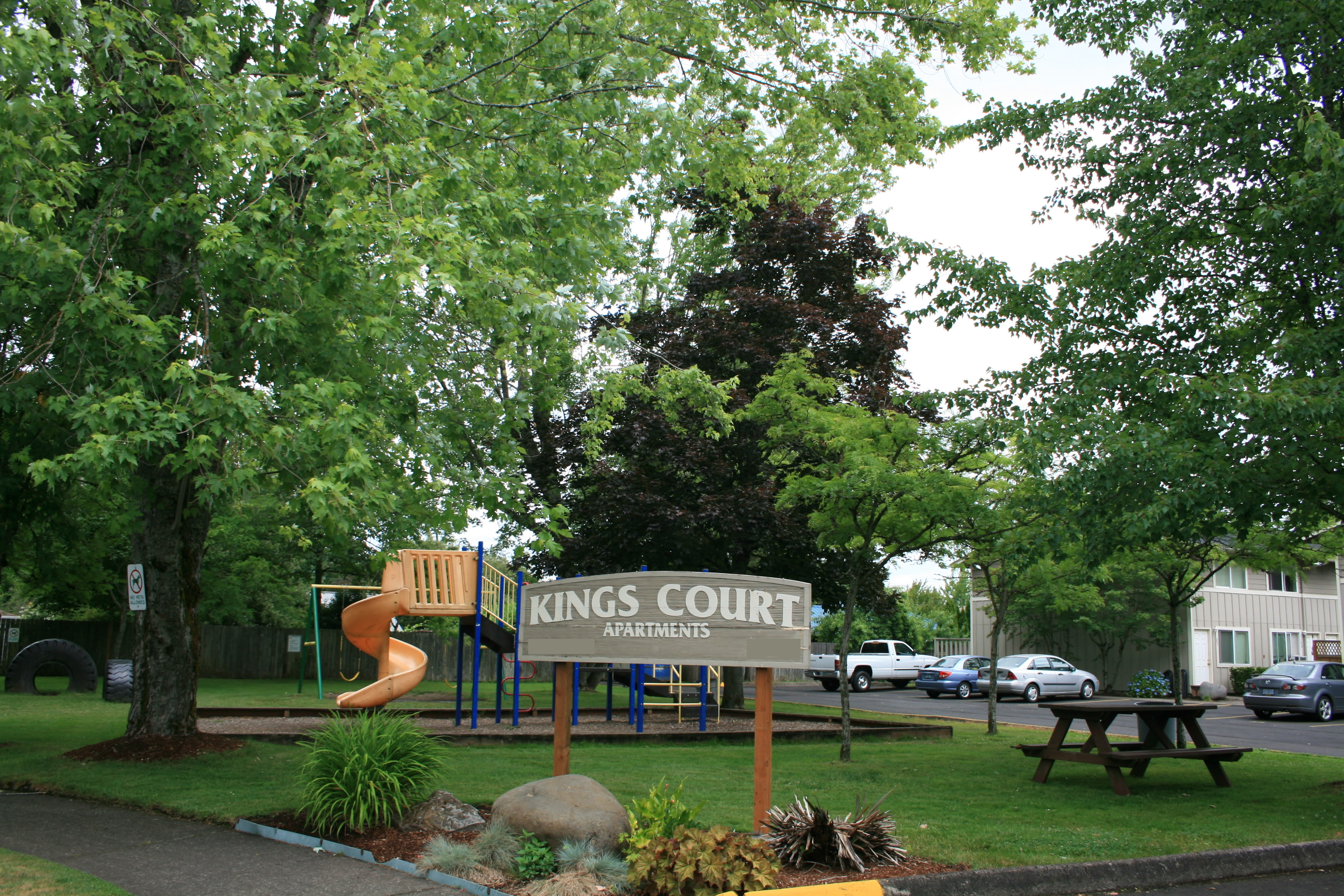 Exterior view at Kings Court in Springfield, Oregon