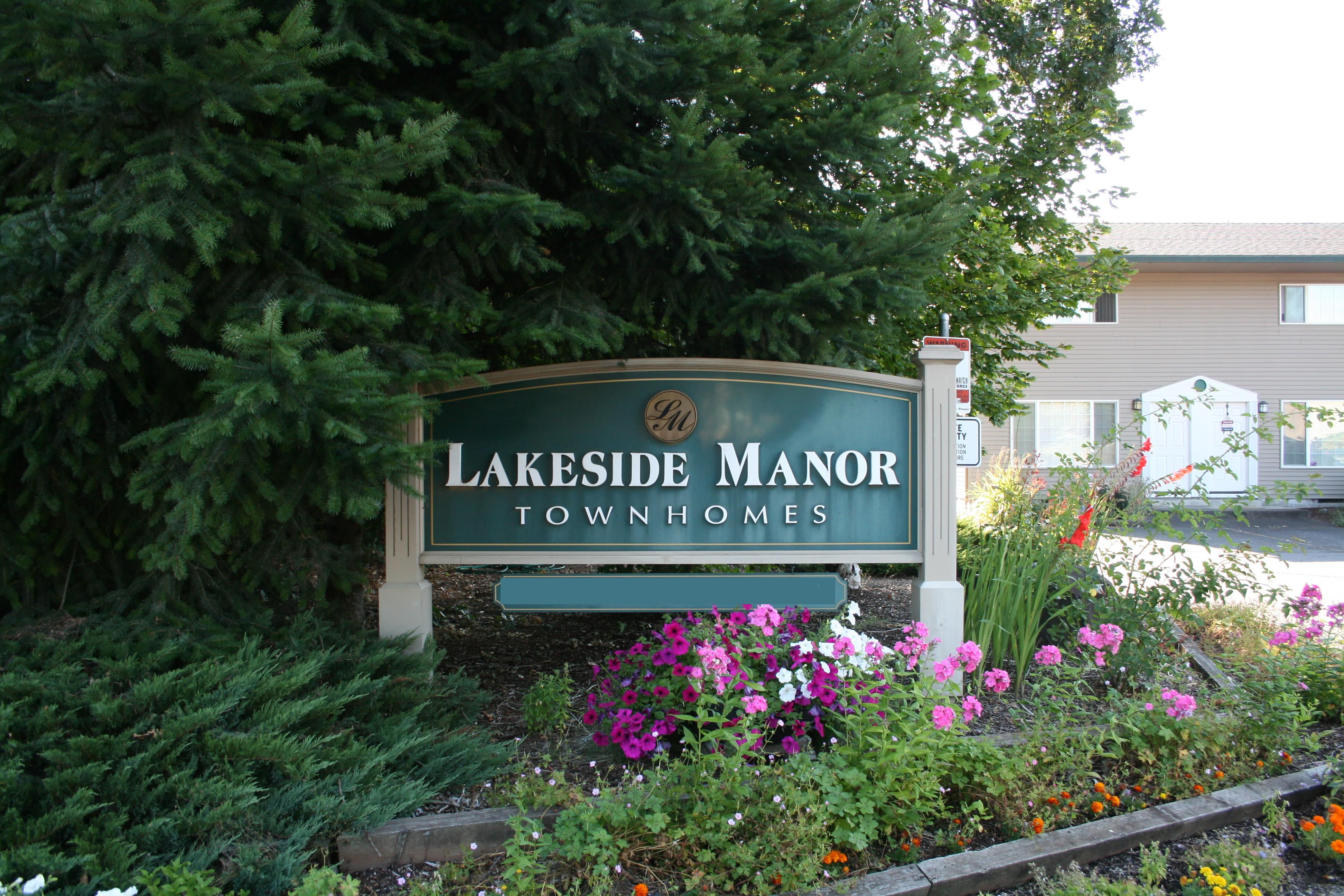 Sign at Lakeside Apartments