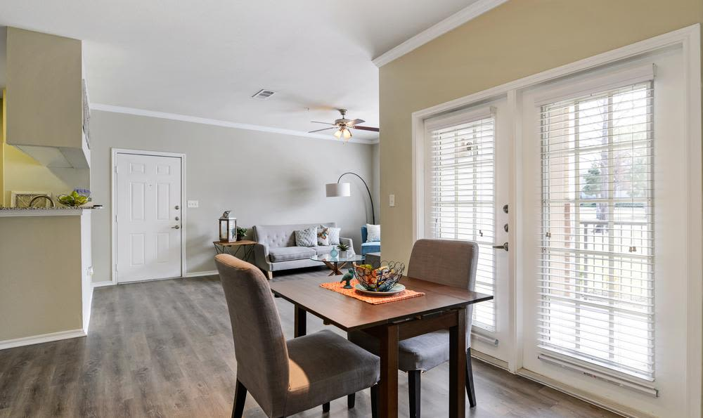 Dining room at apartments in Mansfield