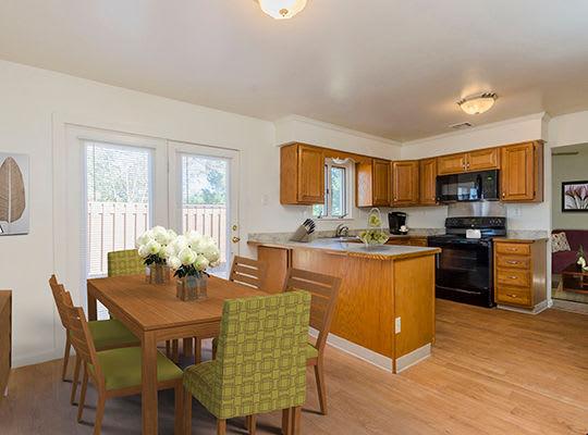 Visit Eagle Meadows Apartments Website