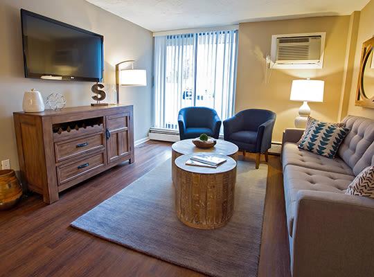 Visit Solon Club apartments website