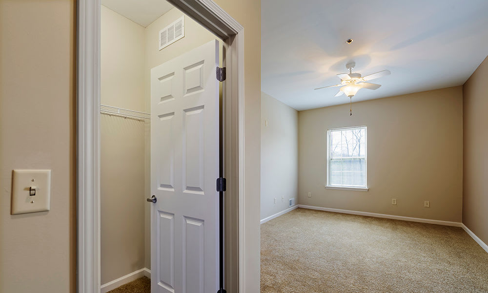 Reserve at Southpointe offers large modern bedrooms in Canonsburg