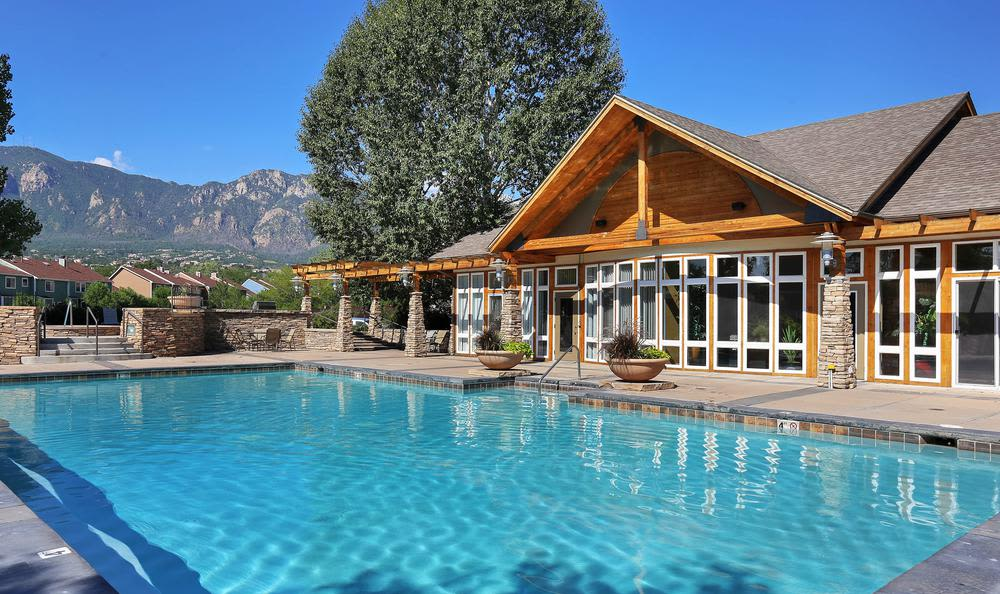 Broadmoor Ridge Apartment Homes offers a beautiful swiming pool in Colorado Springs, Colorado