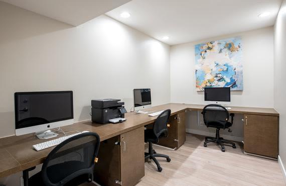 Modern computer lab at Sofi Thousand Oaks in Thousand Oaks, CA