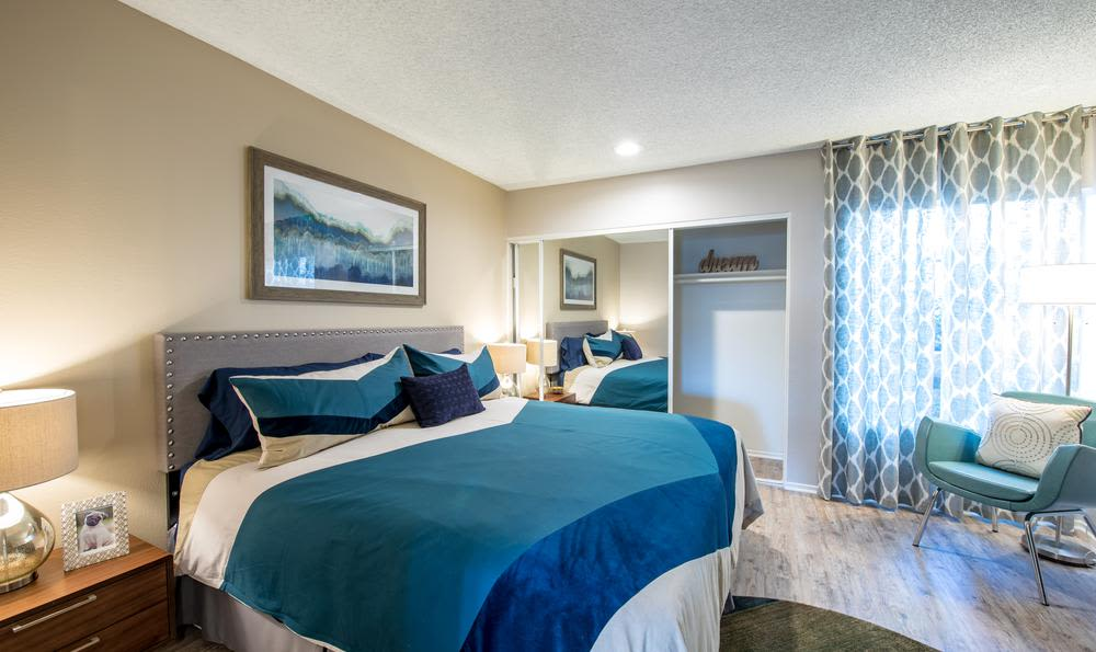 Sofi Thousand Oaks offers a great bed room in Thousand Oaks, CA
