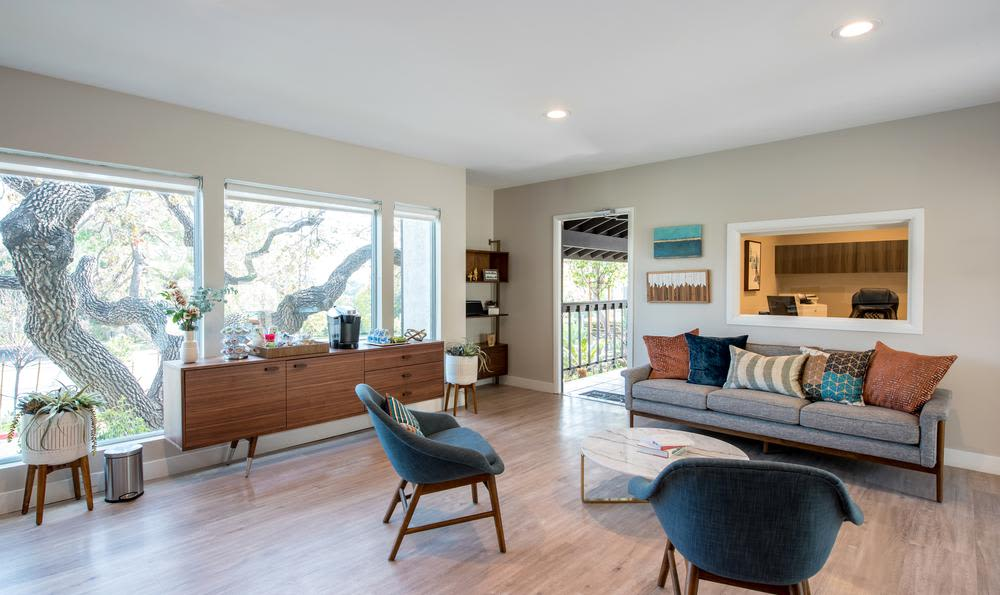 Spacious living room at Sofi Thousand Oaks in Thousand Oaks, CA