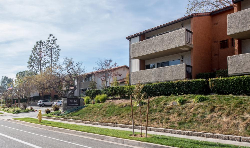 Front view at apartments in Thousand Oaks, California