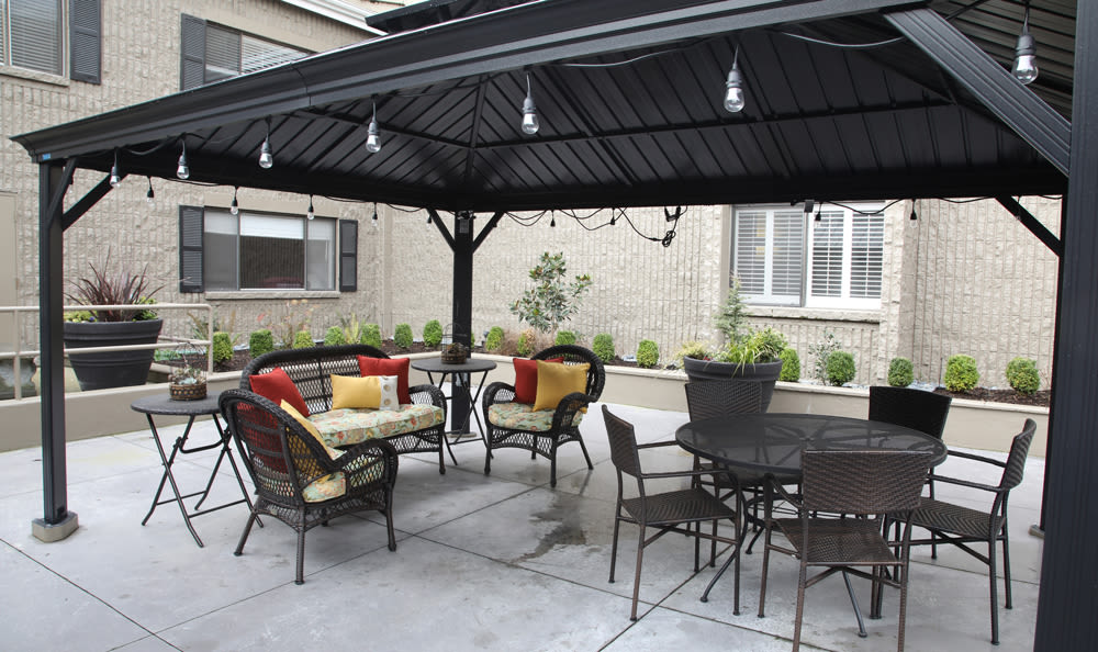 Outdoor Patio Space At Senior Living in Longview