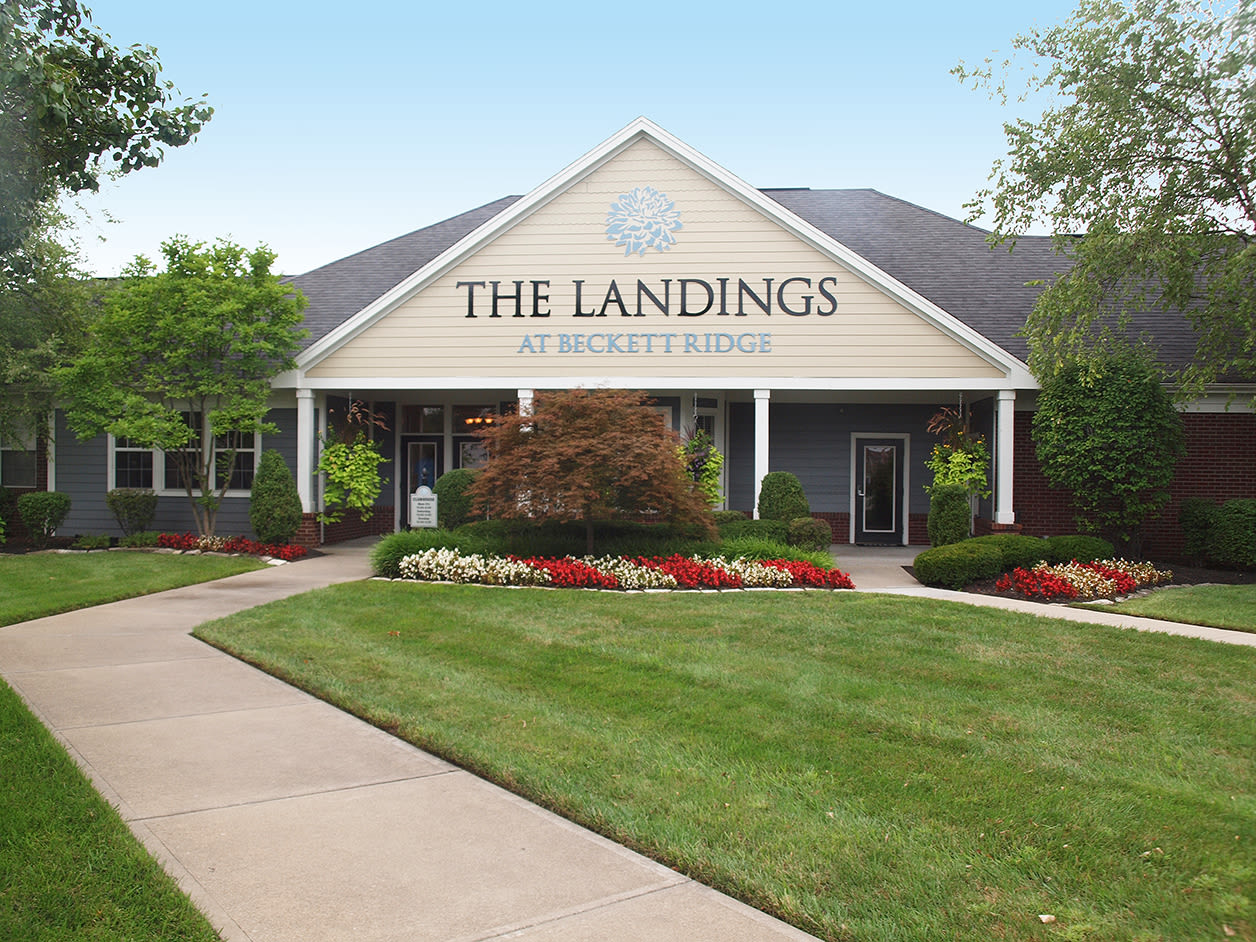 exterior apartments at The Landings at Beckett Ridge in