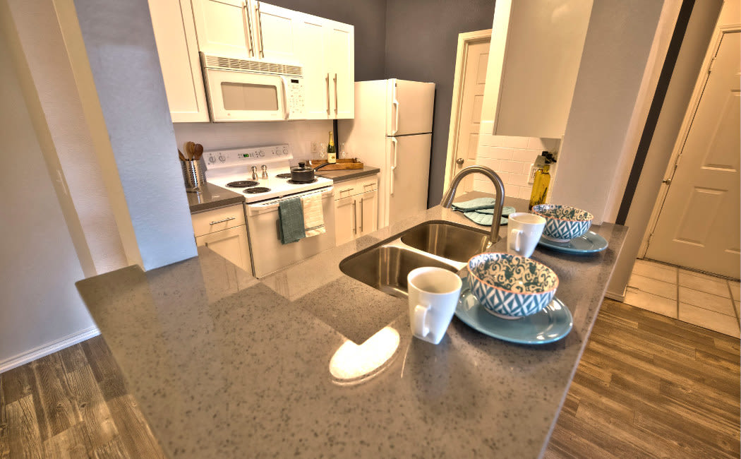 Preston Hollow Apartments showcase a luxury kitchen in Murray, Utah