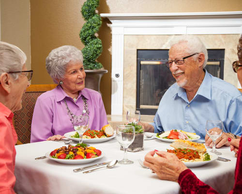 Independent Living residents enjoying dinner at Emerald Court