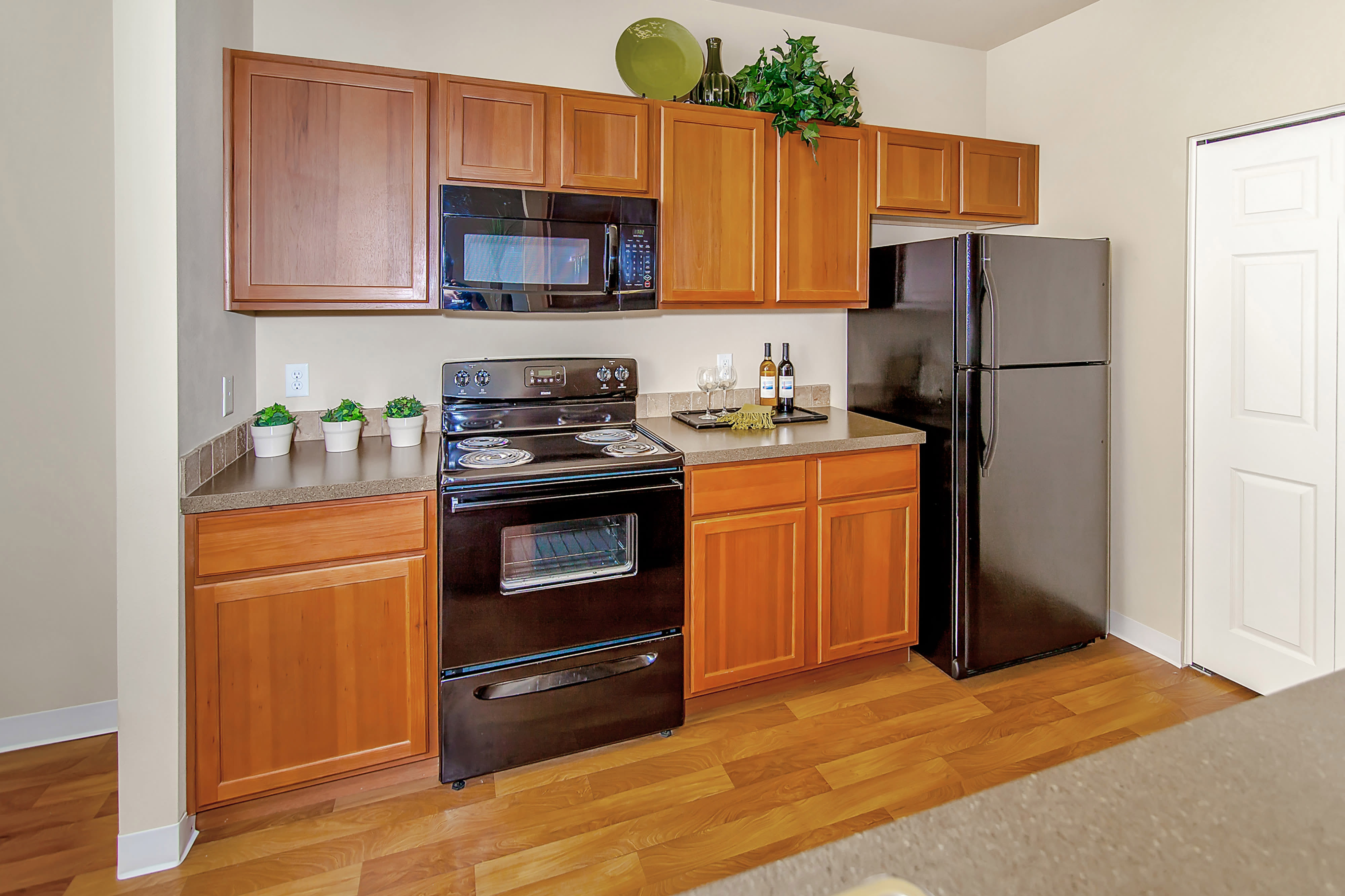 Dining area and well-equipped kitchen at Selway Apartments