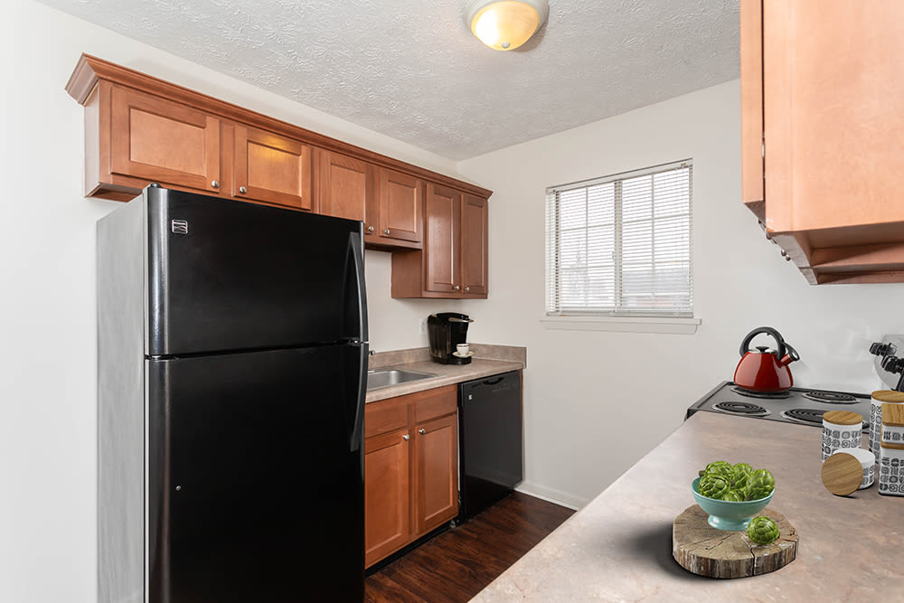 Kitchen at Waverlywood Apartments and Townhomes in Webster