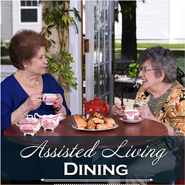 Assisted living dining options at Mattison Crossing at Manalapan Avenue
