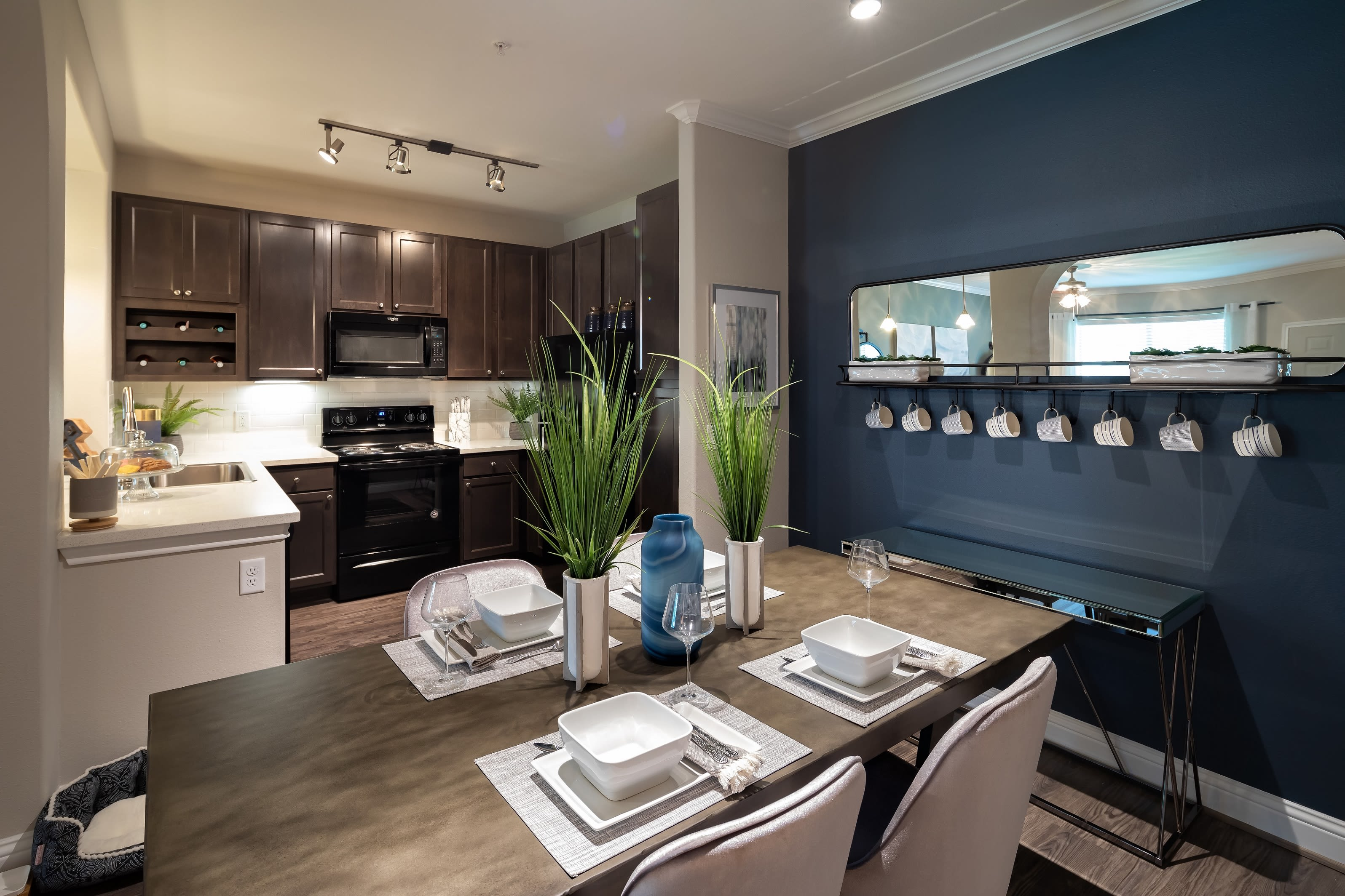 The Retreat at Cinco Ranch offers spacious 1, 2 & 3 bedroom apartments for rent in Katy