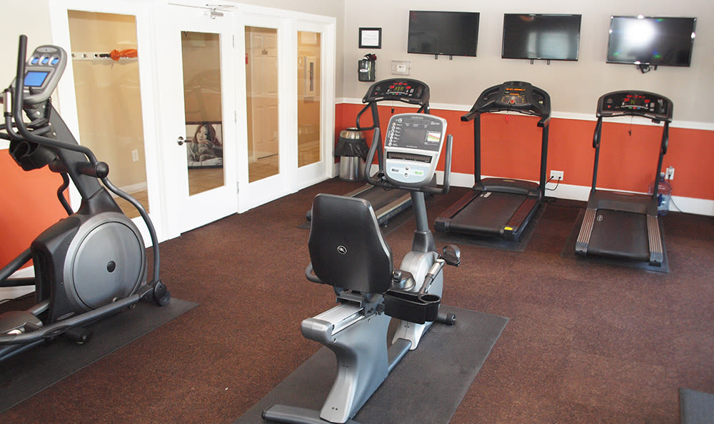 Fitness center at Island Club Apartments