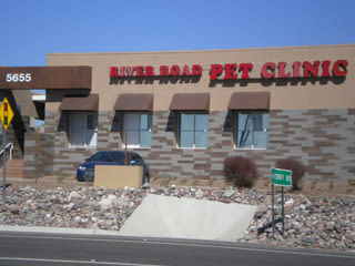 Exterior of River Road Pet Clinic in Tucson, Arizona