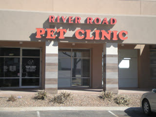 Entry at River Road Pet Clinic in Tucson, Arizona