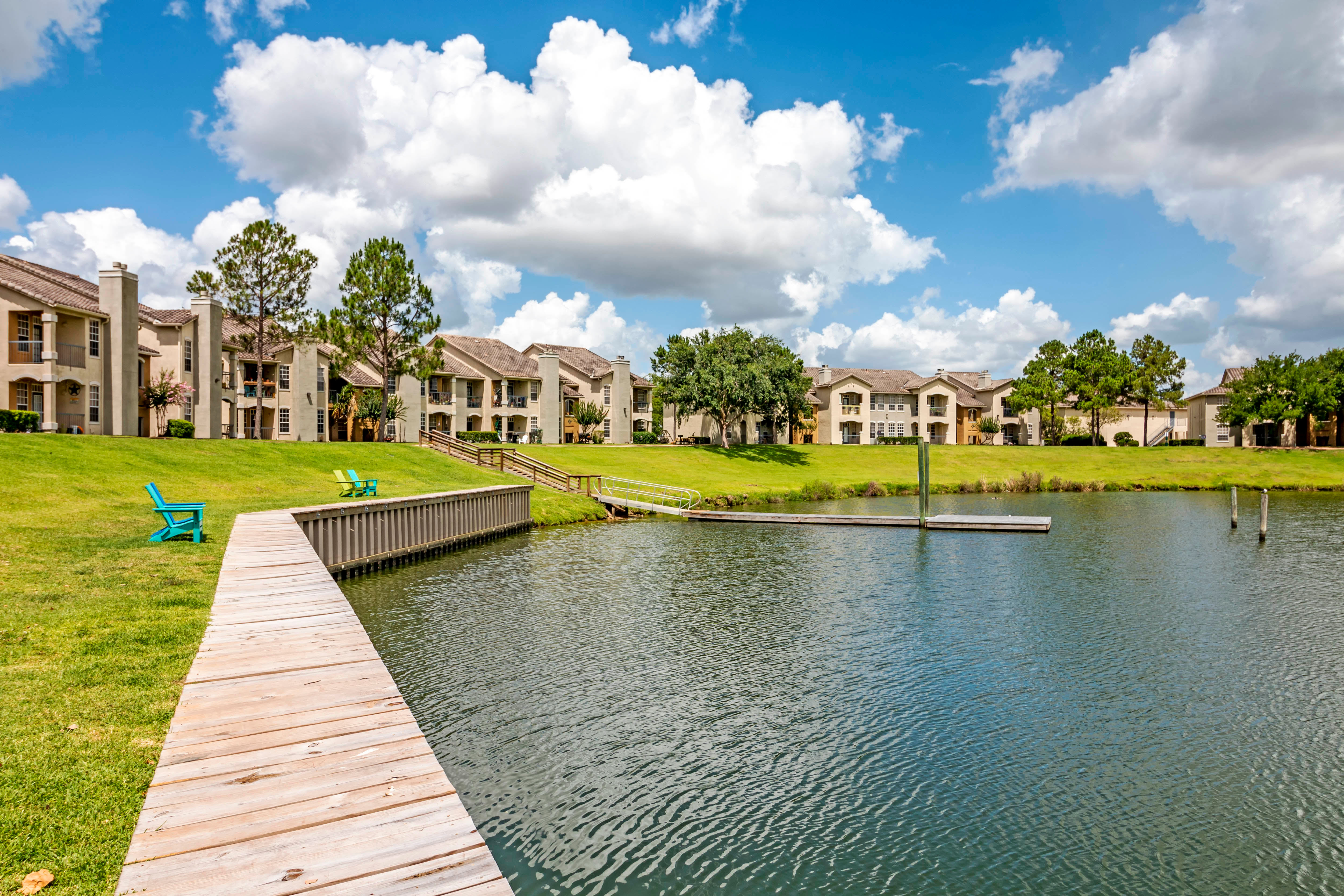 Lake At Signature Point Apartments In League City TX
