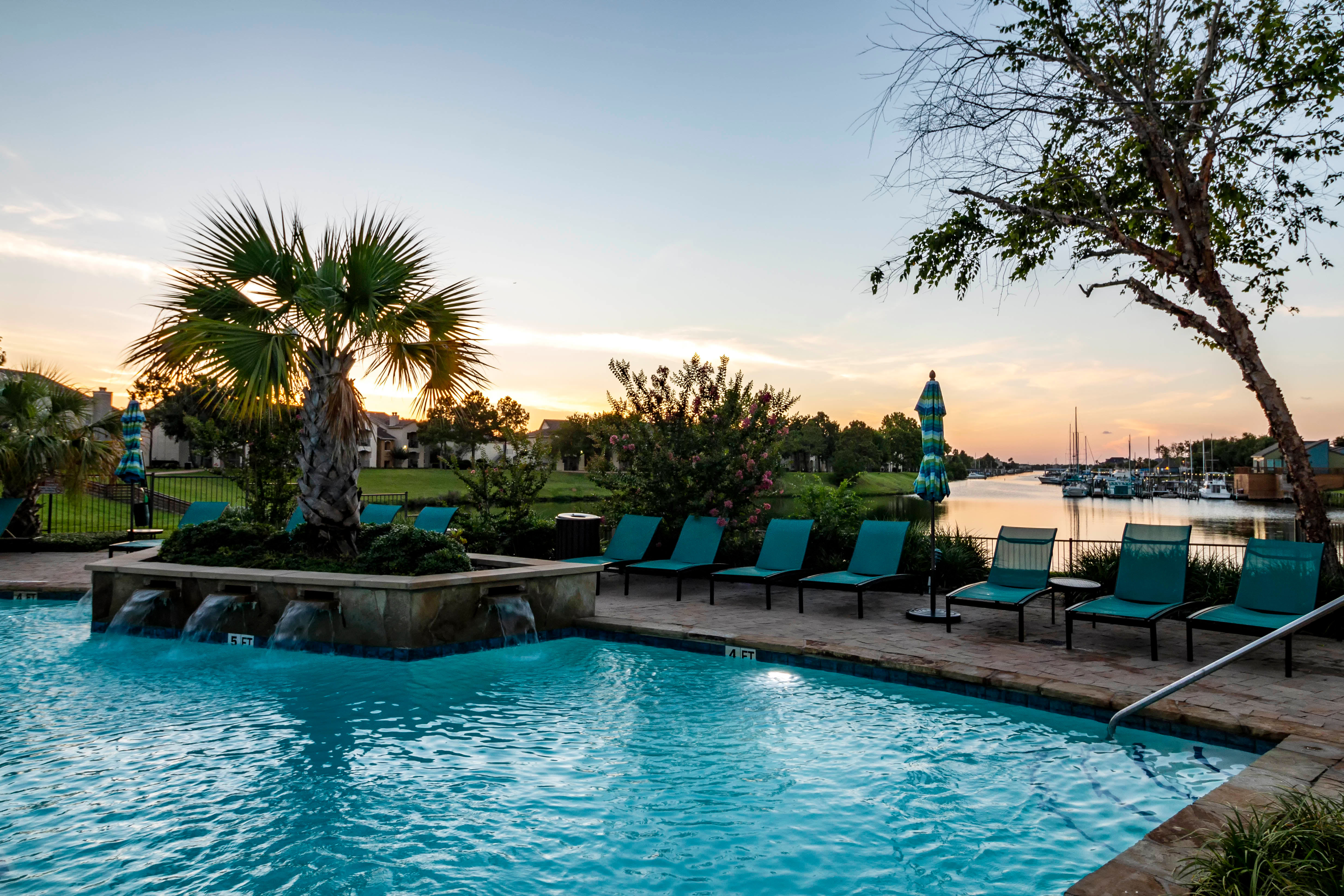 Pool At Signature Point Apartments In League City TX