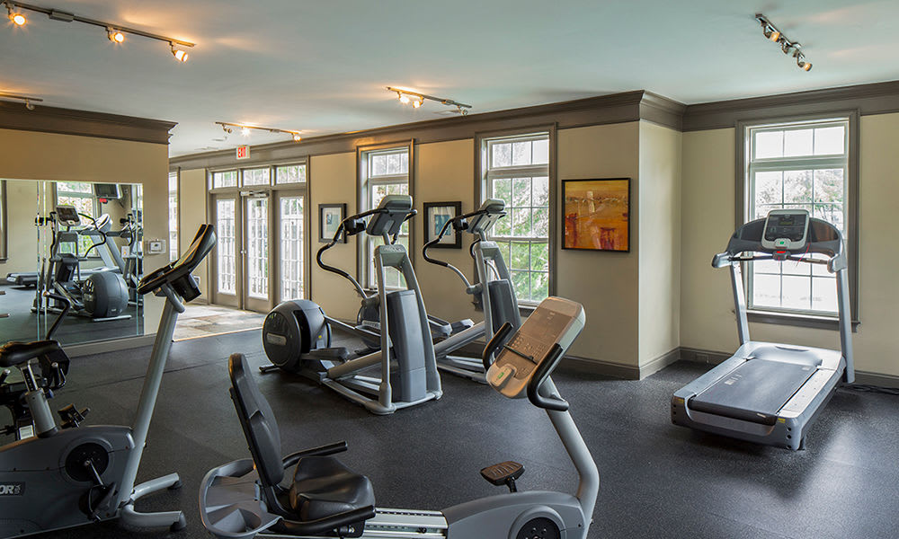 Fitness center at Worthington Luxury Apartments