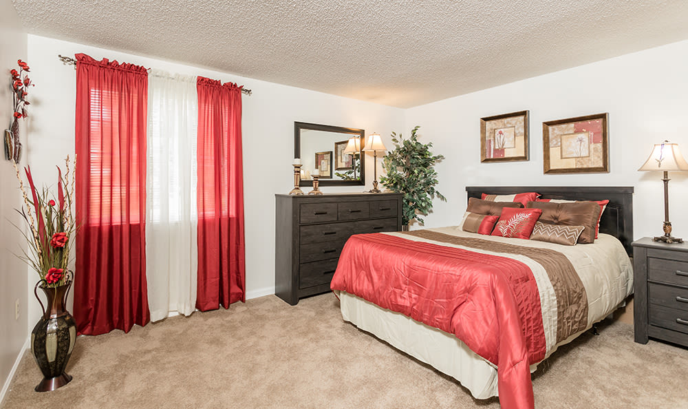 Well decorated bedroom at Maplewood Estates Apartments in Hamburg, New York