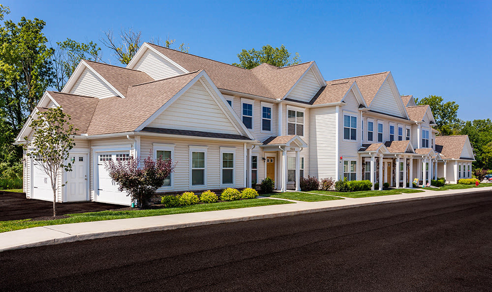 Luxury apartments at Auburn Creek Apartments in Victor