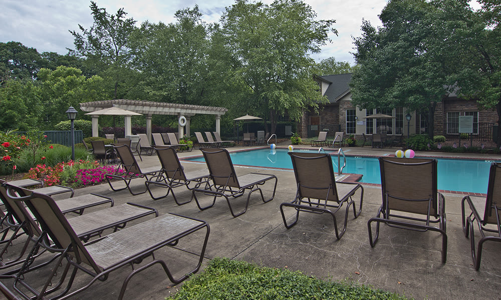 Outside amenities at Highlands of Montour Run in Coraopolis, PA