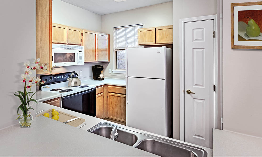 Bright kitchen at Highlands of Montour Run in Coraopolis, PA