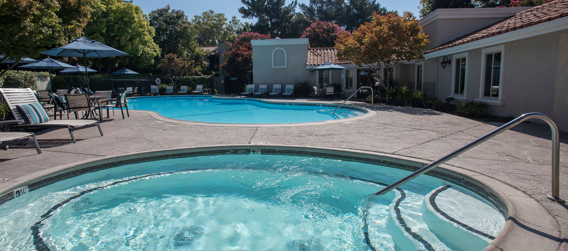 Swimming pool and hot tub at La Valencia Apartment Homes in Campbell, California