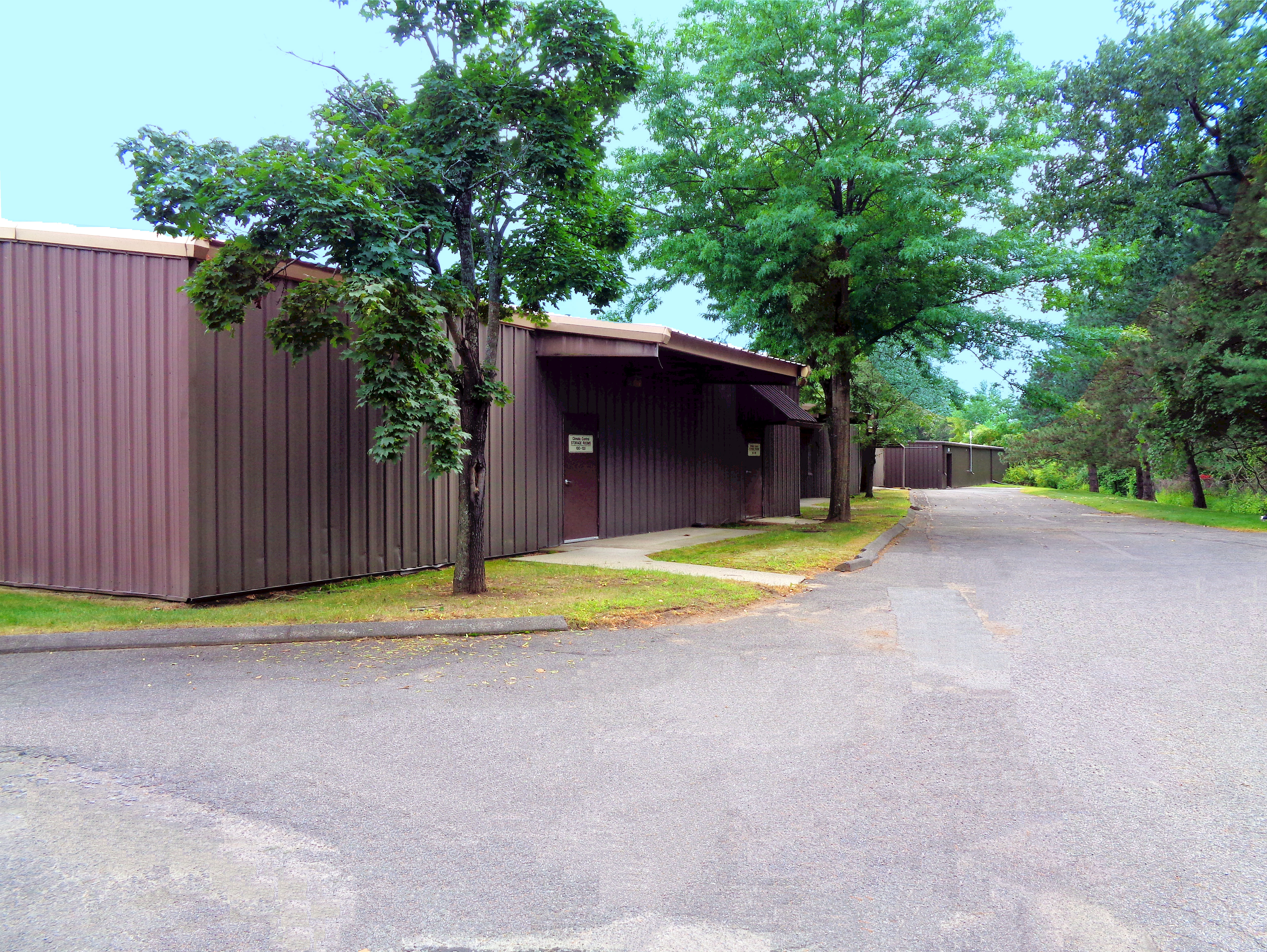 Wide drive ways at Prime Storage in Latham, New York