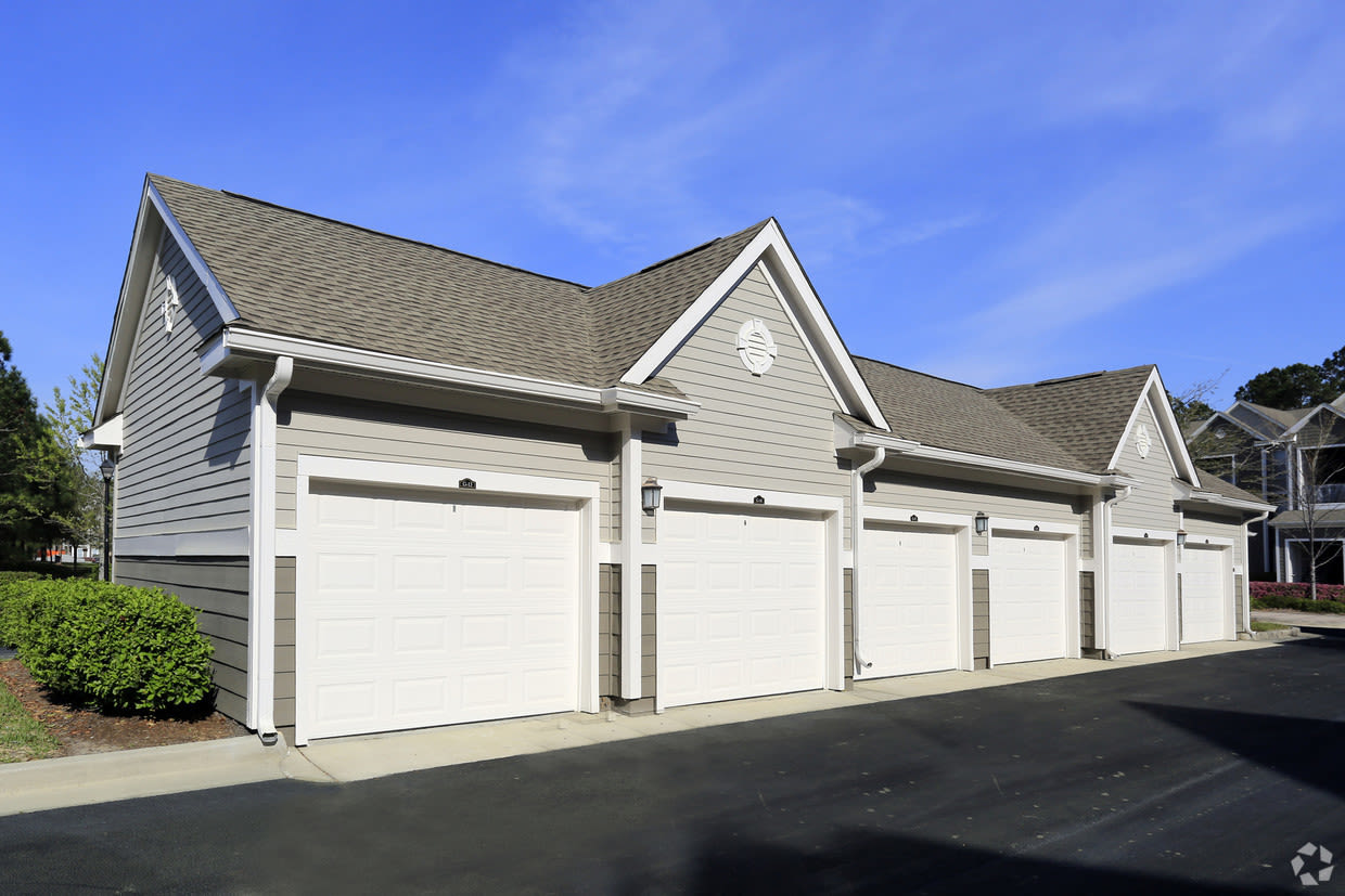 Garages Available at Carlyle Godley Station in Pooler Georgia