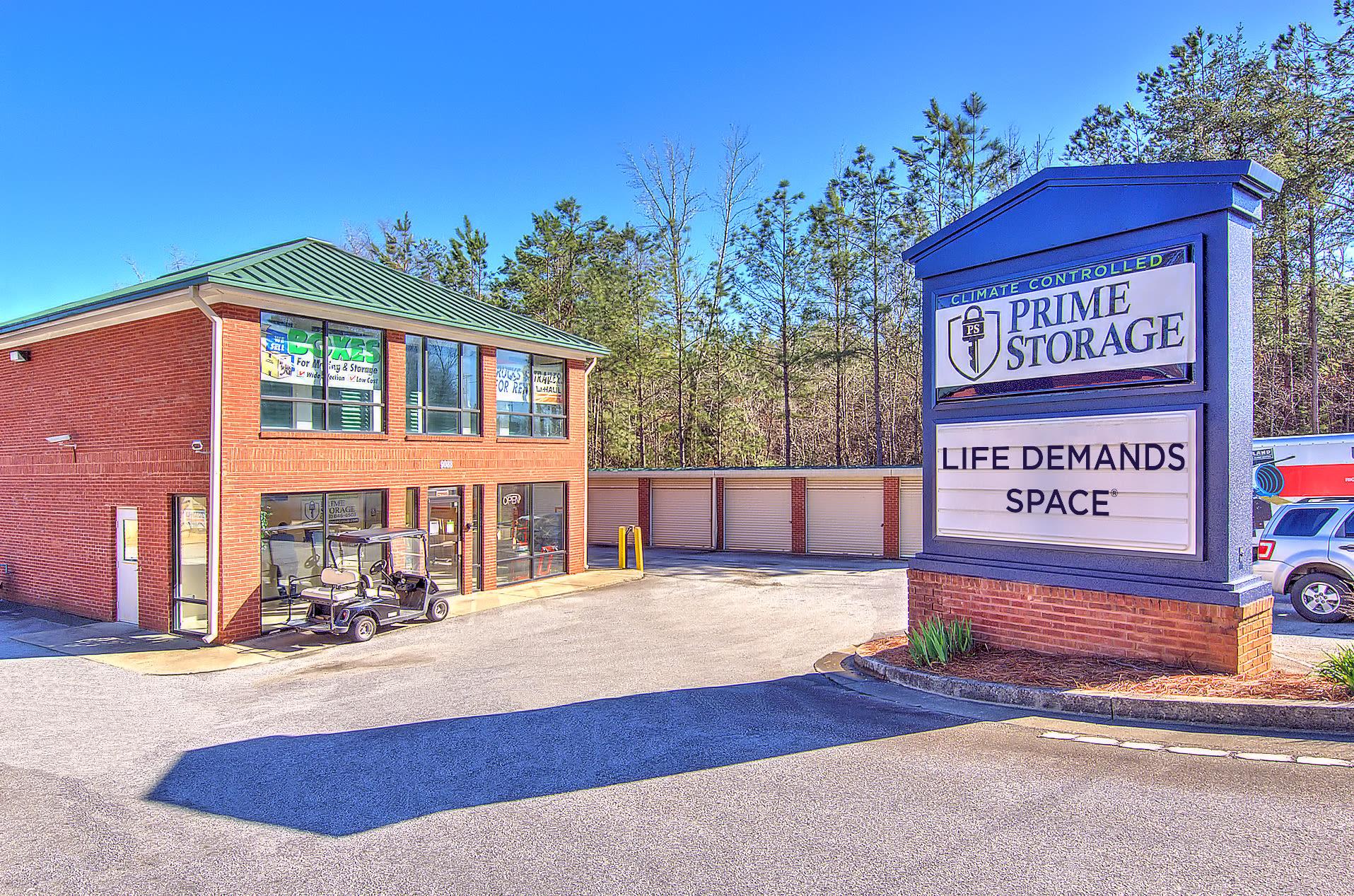 Drive-up units at Prime Storage in Dallas, Georgia