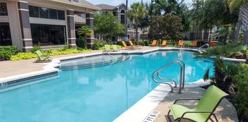 Fantastic pool at stylish apartments in Humble