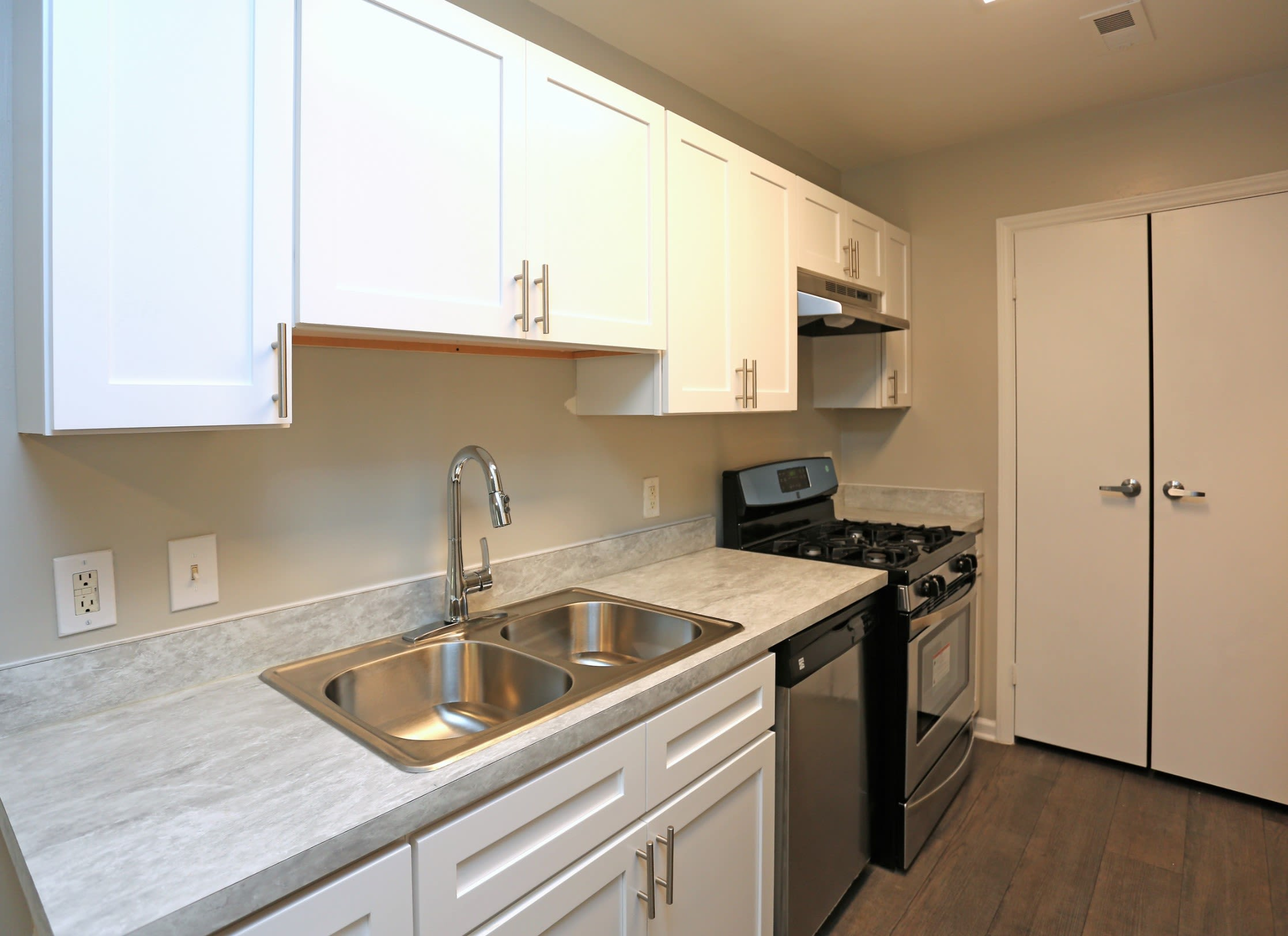 Kitchen with beautiful counter tops @ Greensboro, NC Apartments