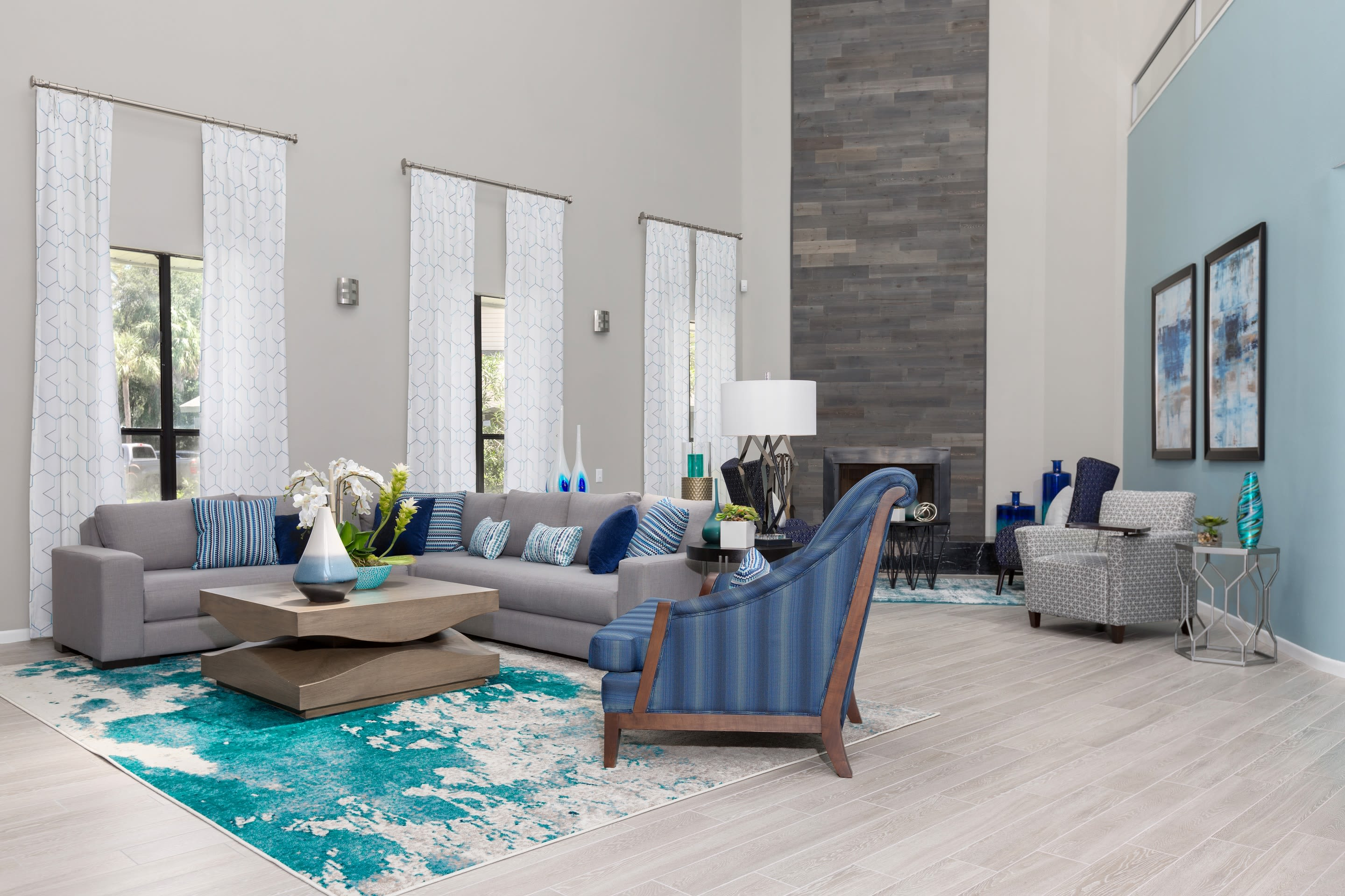 Living room with modern decor at WestEnd At 76Ten in Tampa, Florida