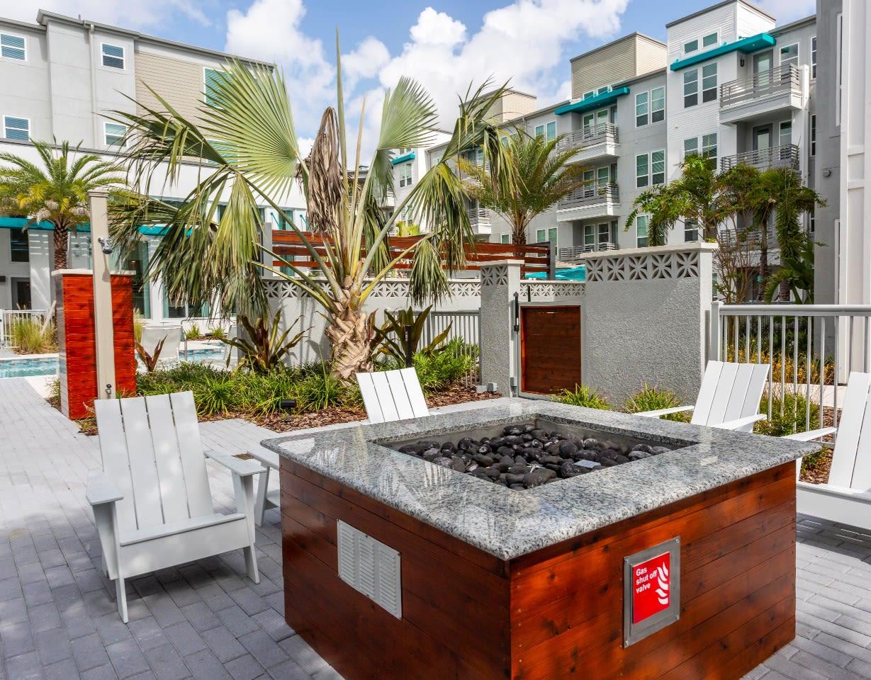 Outdoor Kitchen at 50 Paramount Apartments in Tampa Florida