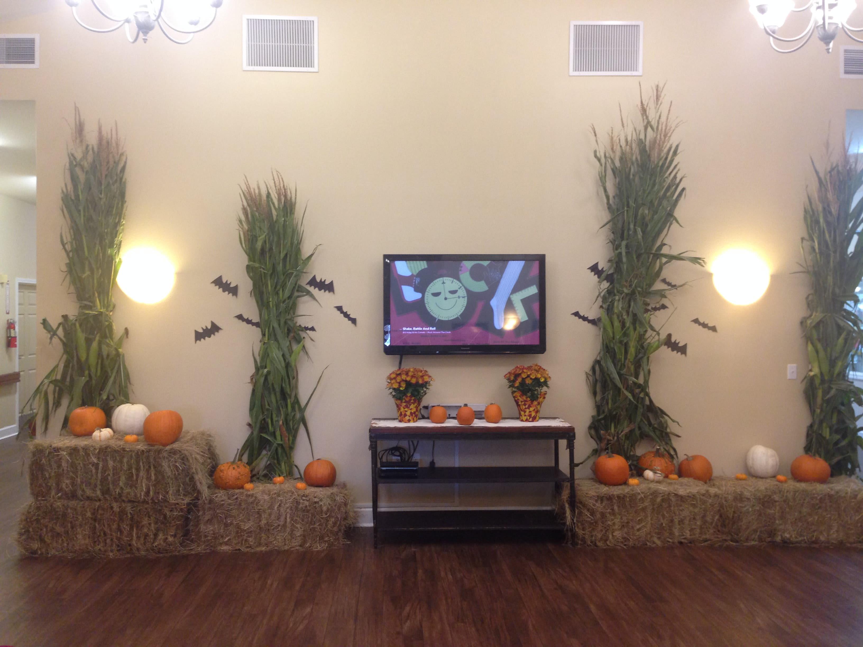 memory care pumpkin decorating