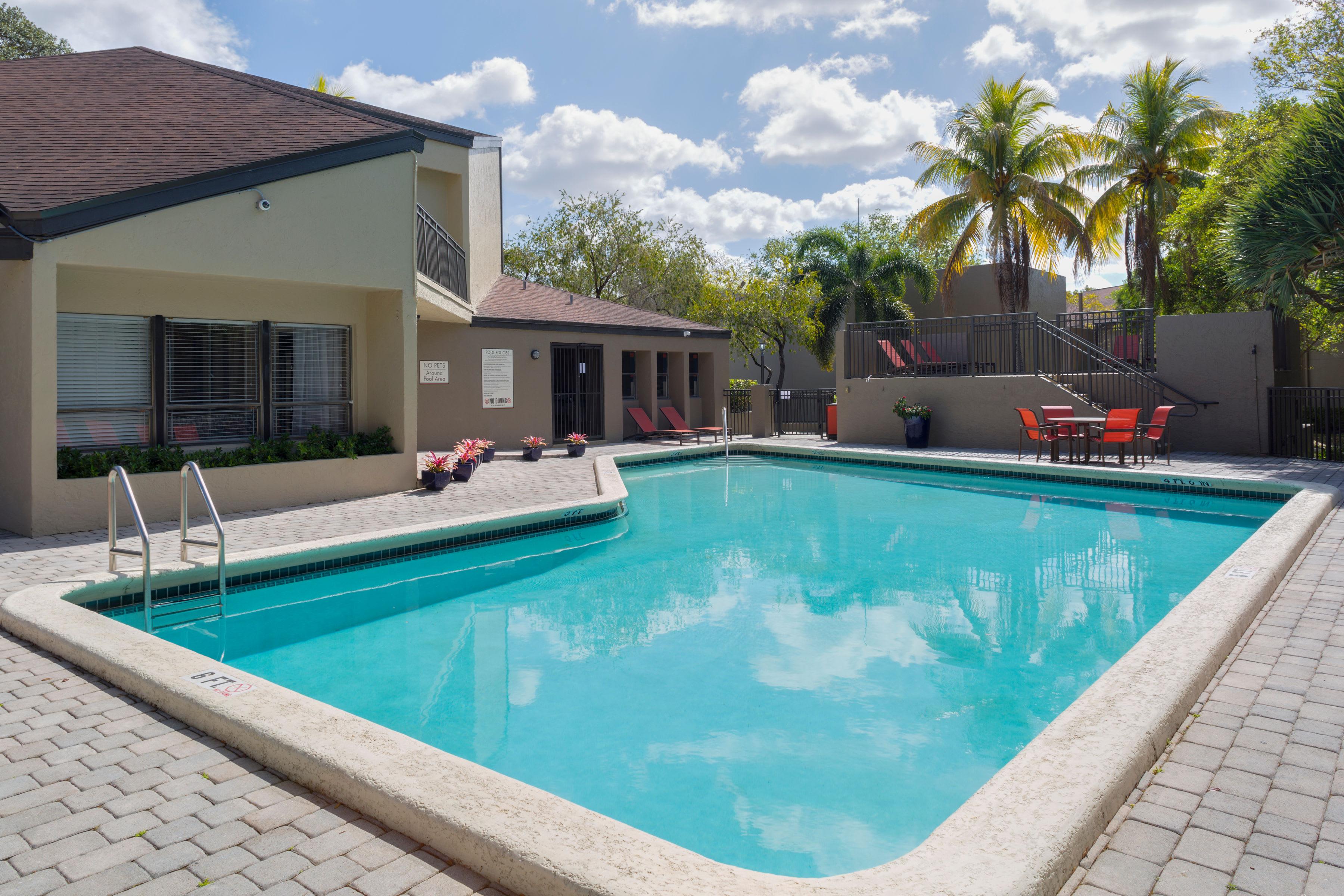Barbecue area at Siena Apartments in Plantation, Florida