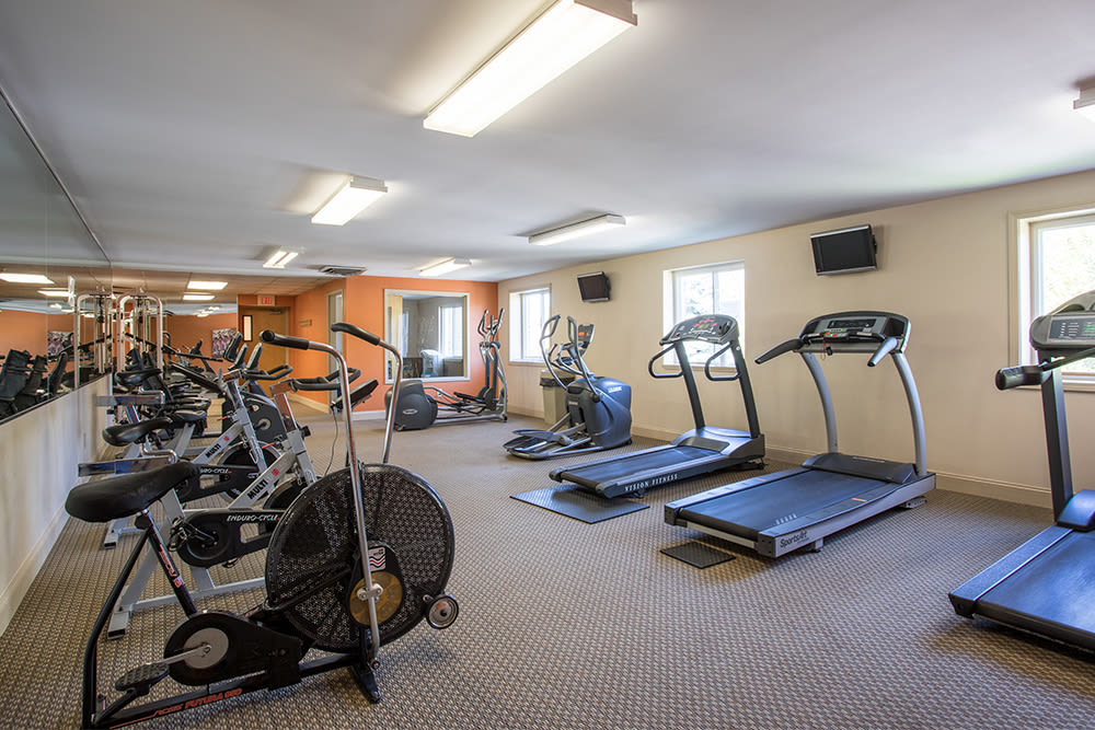 Fitness center at Idylwood Resort Apartments in Cheektowaga, New York