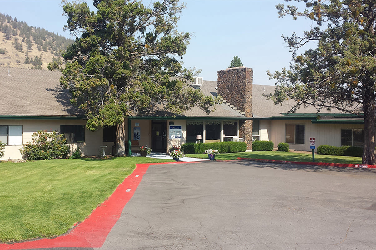 The common areas and landscaping at Pilot Butte Rehabilitation Center in Bend, Oregon, are very well maintained.